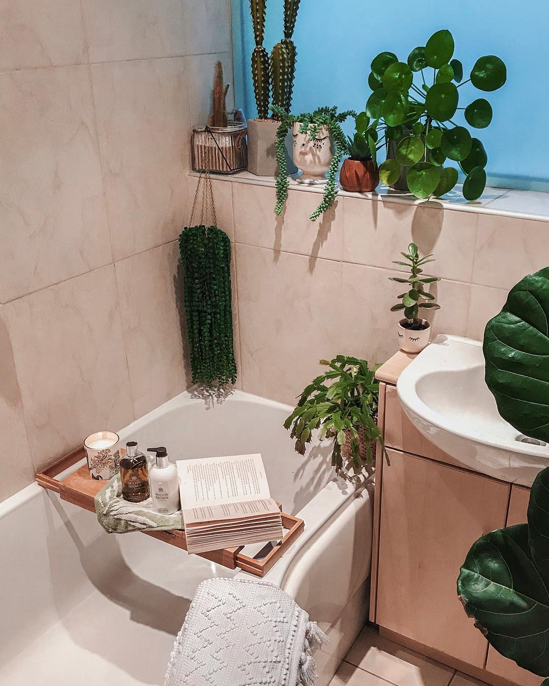 Rental Bathroom Makeover: The Wish List, Rental Bathroom Makeover, Rental Bathroom, Rented Home, Renting A Home, making a house a home when it isn't your own, interior styling, interiors, decor, How I rent