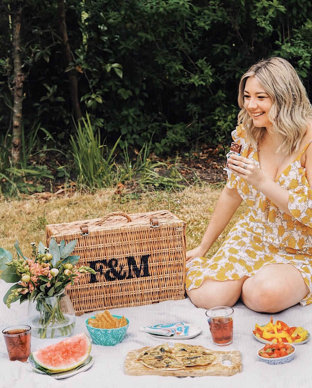 Bounty Milk Snacks, Picnic, Alfresco dining, dining alfresco, picnic styling, summer dining, summer, summer style, summer styling